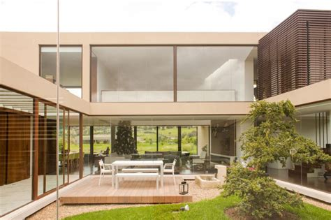 Glastrennwand Garten innengarten hinter glastrennwand als highlight im luxus haus