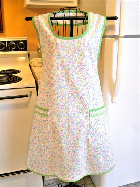 pattern for grandma s apron grandma style old fashioned full apron by thefortiesrevisited