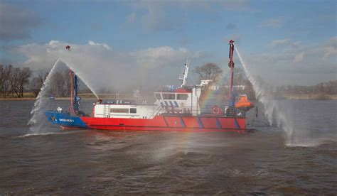 fire boat fighting fire fire fighting vessel for both fire fighting emergency duties