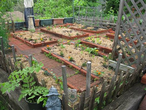 Patio Vegetable Garden Ideas Small Diy Patio Vegetable Garden House Design With Brick Raised Garden Beds And Simple Diy
