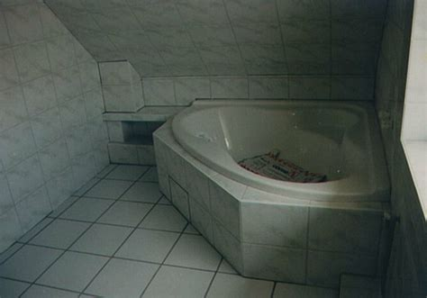 tür einbauen badewannen idee alt