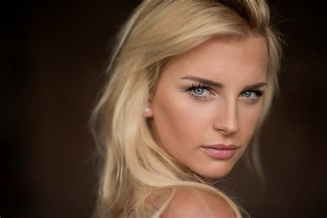 natalie brown hair blue eyes girl wallpaper blue eyes blonde model pink lipstick face