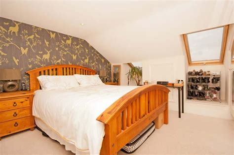 Bedroom Wallpaper With Oak Furniture Chunky Bedroom Design Ideas Photos Inspiration