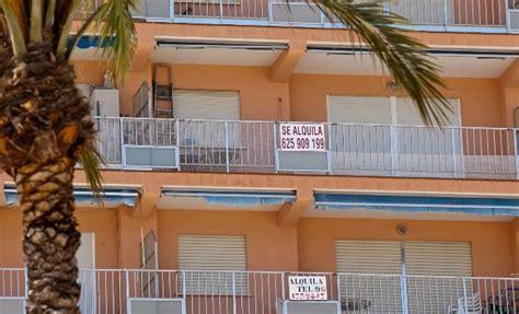 alquiler de pisos vacacionales un joven crea una falsa inmobiliaria en internet para