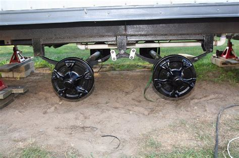 who knows about trailer axles the barn a