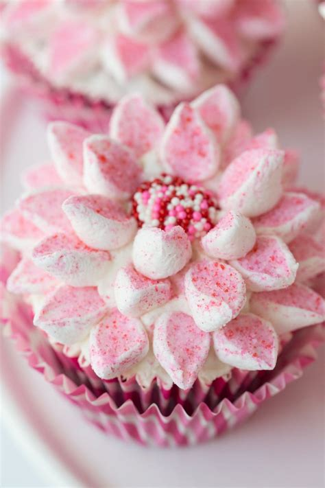 beautiful cupcake the easy way to decorate beautiful cupcakes the caf 233