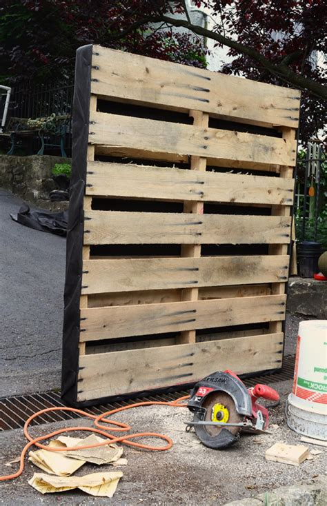 a gardening project with recycled pallets vertical