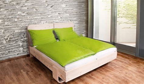 bett aus zirbenholz matratzen schlafsysteme und zirbenholz wahre wunder warten