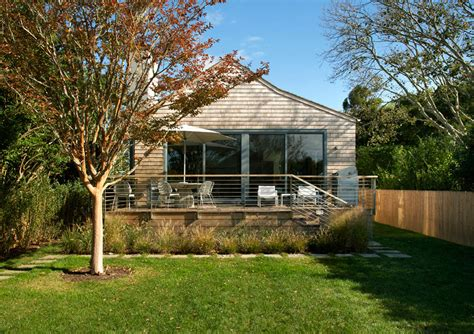 New York Cottage Embraces Simplicity Freshome Com New York Cottages