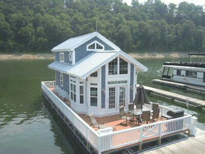 mini pontoon boats in missouri 25 best ideas about houseboats on pinterest houseboat