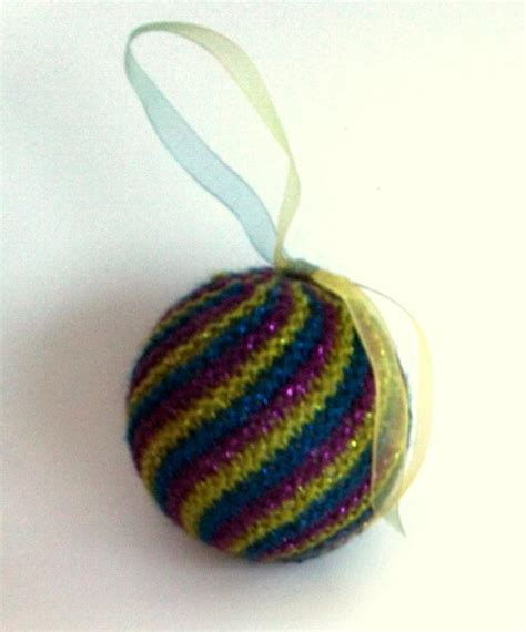 ornaments to knit 11 festive free knitted ornaments