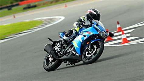 Motorrad 125 Ccm Bedeutung by Suzuki Gsx R 125 Racing Flair F 252 R Einsteiger Autogazette De