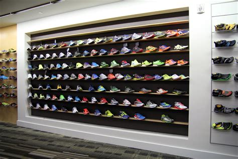 10 reasons to shop at running specialty stores