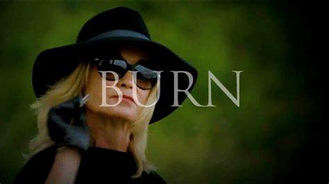 membuat format gif dengan photoshop delphine lalaurie ahs ahs coven ahs gif burn witch