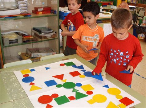 imagenes de niños jugando con figuras geometricas escuela infantil castillo de blanca bloques l 211 gicos