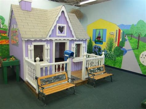 lifesize doll house a lifesize dollhouse picture of imagine that children s museum florham park