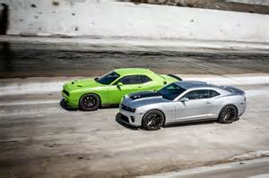 2015 chevrolet camaro zl1 vs 2015 dodge challenger srt hellcat on head