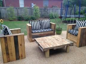 How To Make Patio Furniture Out Of Wood Pallets by Wood Pallet Patio Furniture Plans Recycled Things