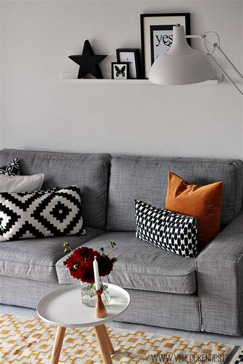 holzfliesen für draußen blaues wohnzimmer ideen