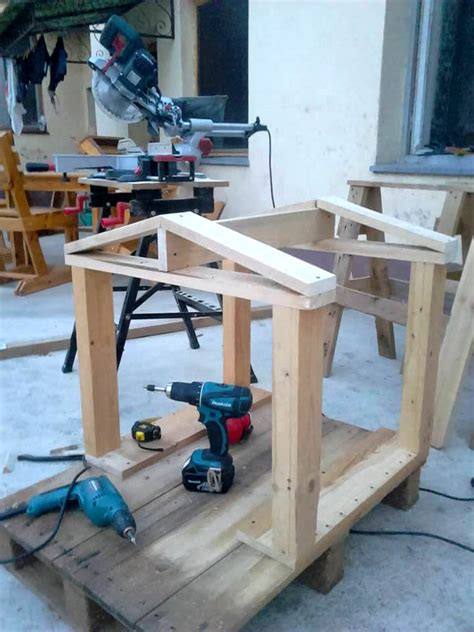 how to build a two dog dog house how to build a cool pallet dog house