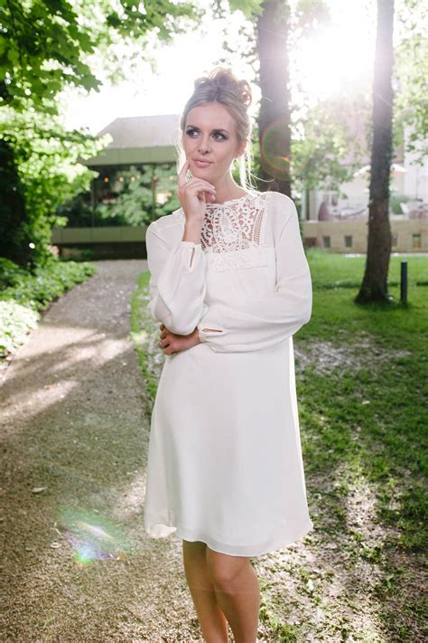 Hochzeitskleid Kurz Langarm by Brautkleid Kurz Vintage Aus Seide Mit H 228 Kelspitzen Dekollet 233