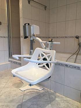 schwenklift badewanne badewolke der elektrische schwenklift aqua 100 badewolke