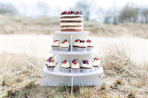 etagere cupcakes hochzeit torte mit cupcakes nat 252 rlich sch 246 n mundus