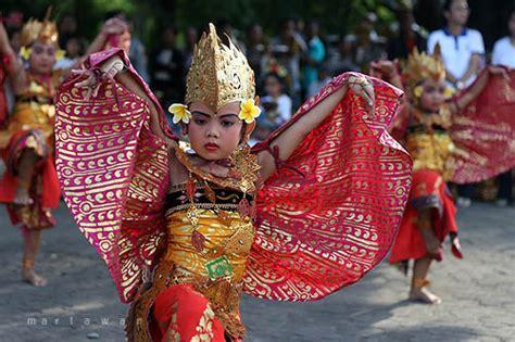 manuk rawa dance cultures  denpasar learn  recognize  cultures  denpasar