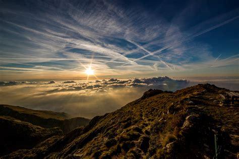 gambar pemandangan horison gunung cahaya langit