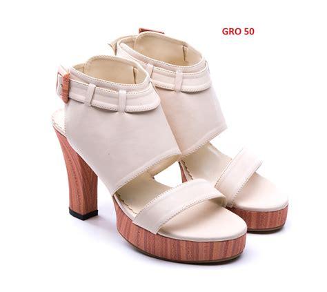Sepatu Boots Hak Tinggi model sepatu high heels newhairstylesformen2014