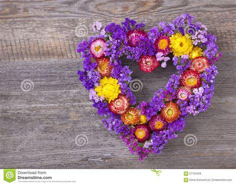 fiore a forma di cuore corona fiore a forma di cuore fotografia stock