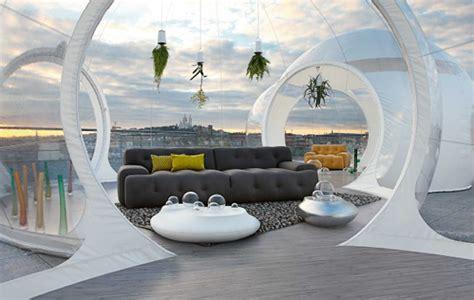 Merveilleux Tables Basses Roche Bobois #7: Salon-futuriste-canapé-capitonné-plantes-aériennes.jpg