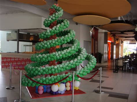 xing fu balloon christmas tree