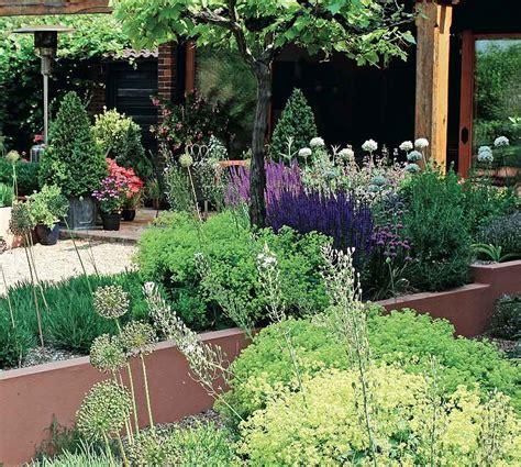 Cottage Kitchen Furniture Creating A Courtyard Garden The Self Builder