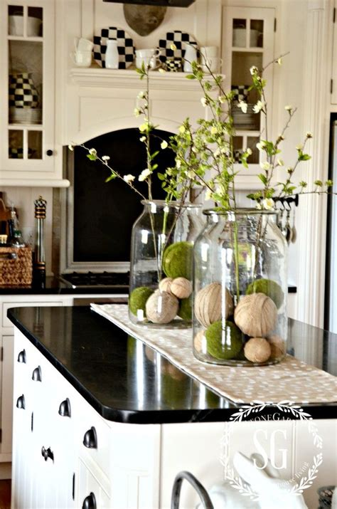 kitchen island decorations 25 best ideas about kitchen island centerpiece on