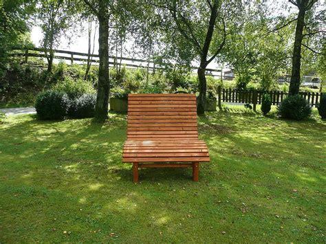 terrasse liege liegestuhl relaxliege sonnenliege aus holz f 252 r garten