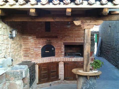 patios con barbacoa horno cocina barbacoa de obra en patio trasero 3