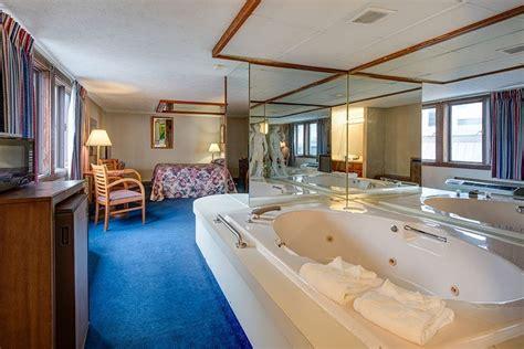 habitacion suite con jacuzzi affordable downtown gatlinburg hotel rooms with a jacuzzi
