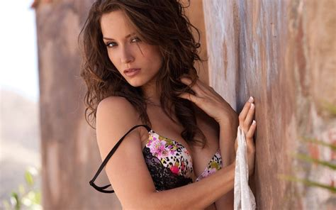 malena gallery malena wallpapers images photos pictures backgrounds