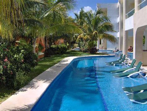 el dorado seaside suites swim up room swim up rooms bar in far background ideal rooms located on right picture of el dorado