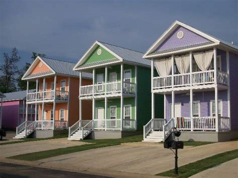 Charleston Cottages Starkville Ms by Seaside Pastel Shades Of Huts Can I Live In The Purple One Upstairs