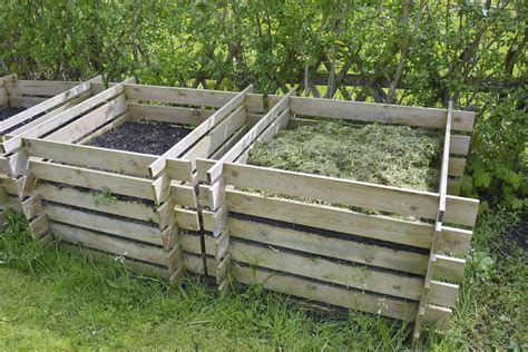 lada fai da te legno come costruire una compostiera da giardino anche con i