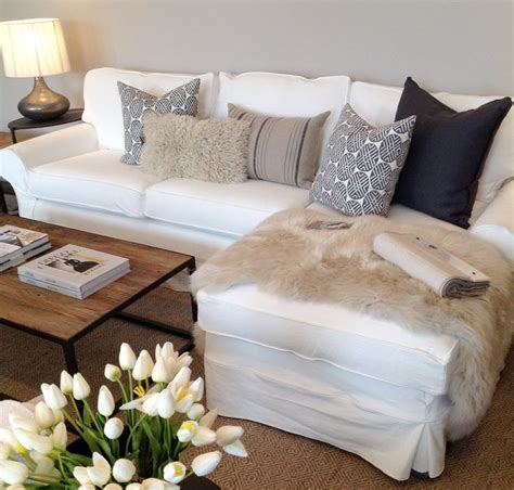 how to place pillows on a sectional 17 best ideas about couch pillow arrangement on pinterest