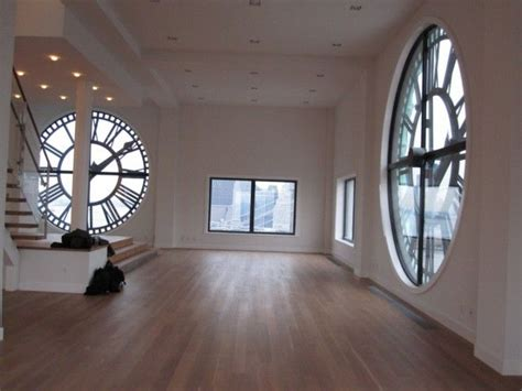 Wohnzimmer Wandgestaltung Ideen 4128 by This Place Is In Ny I Would A Place With Big Clocks