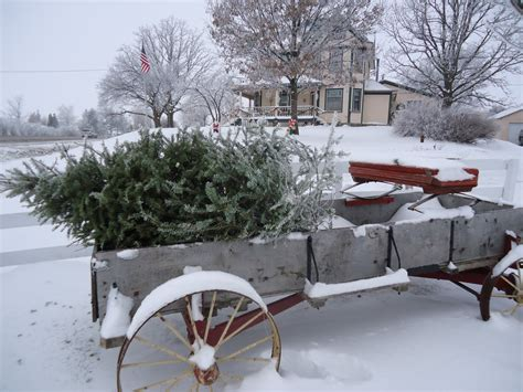 images of christmas in the country iowa farmhouse frosty morning
