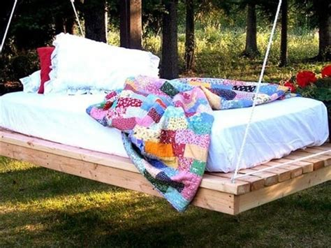 how to make swing bed recycle used pallets into unique pieces of furniture