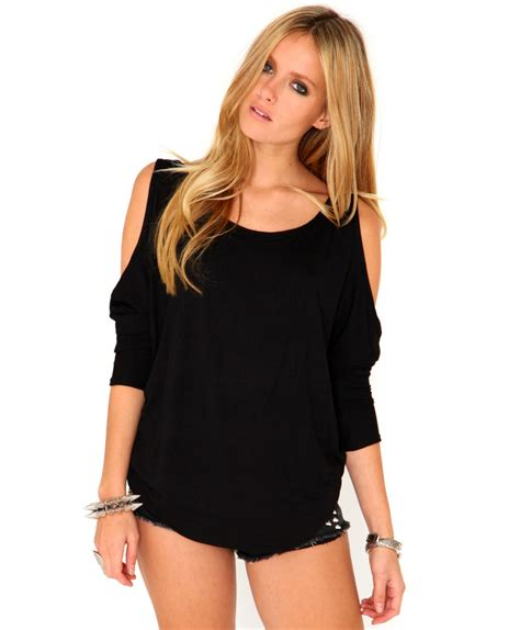 Cutout Top missguided laile cut out shoulder top in black in black lyst