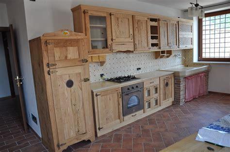 cucine rustiche in legno cucina rustica in castagno fadini mobili cerea verona
