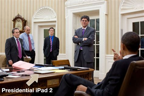 obama s oval office president obama uses presidential 3g ipad 2 in oval office