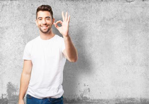 imagenes de ok con la mano hombre diciendo ok con la mano descargar fotos gratis
